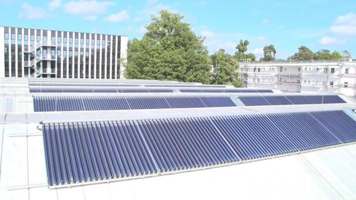 Hochschule Karlsruhe kühlt mit Sonnenwärme